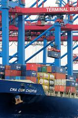 Containerbrücke mit Container am Container Terminal Burchardkai im Hamburger Hafen.