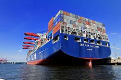 Heck der CMA CGM CALLISTO am HHLA Container Terminal Burchardkai im Hamburger Hafen. Die Ladung des 364 m langen Containerschiffs wird gelöscht.