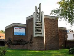 Katholische Kirche Heilig Geist Kirche Hamburg Farmsen - Glockenturm mit Glocken.