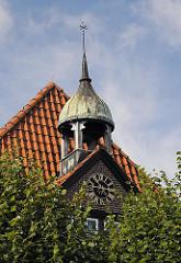 Stadtteil Billwerder Glockenhaus Malermuseum Glockenturm Uhr im Giebel.