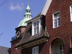 Detailansicht Johanniskloster Heilwigstrasse Hamburg Eppendorf - Giebelturm mit Kuper gedeckt.