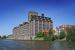 Bilder aus dem Industriegebiet Hamburg Veddel - Fotos aus dem Veddeler Gewerbegebiet, Industriearchitektur am Kanal.