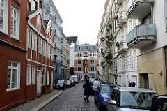 Historische Häuser in der St. Georgstrasse - Kopfsteinpflaster.