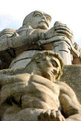 Detailaufnahme Bismarckdenkmal, Elbpark in Hamburg Neustadt - fertiggestellt 1906 - Architekt Johann Emil Schaudt, Bildhauer Hugo Lederer.