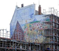 Wandgemälde Hausfassade bei der Thedestrasse - Baugerüst.