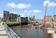 Rammarbeiten im Magdeburger Hafen - Blick von der Baakenbrücken auf die Hamburger Hafencity.
