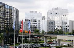 Blick auf moderne Bürogebäude in der City Nord - Hamburgs Bürostadt in Winterhude.