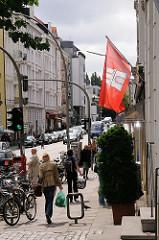 Gründerzeit und Jugenstilarchitektur in Hamburg - Etagenhäuser im Mühlenkamp - Hamburg Flagge an der Hausfassade.