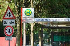 Schild Schule 30km/h Haltestelle Schule Mümmelmannsberg Bushaltestelle