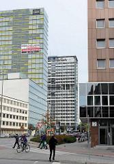 Moderne Bürotürme in Hamburg - Bürogebäude in HH-St. Georg an der Kurt Schumacher Allee.