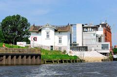 Historisches Wohngebäude - Villa Hintzpeter am Ufer der Billwerder Bucht in HH-Rothenburgsort.