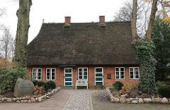 Historische Reetdachkate - Kattjahren; Hamburg Volksdorf.