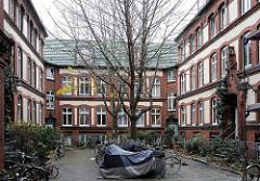 Hinterhof - historische Wohnhäuser Spaldingstrasse.