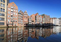 Hamburg Bilder aus der Altstadt Nikolaifleet historische Fachwerkhäuser Speicher an der Deichstrasse Rückseite