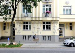 Expressionistische Architektur - mehrstöckiges Wohngebäude mit Fassadendekor in Hamburg Hamm.