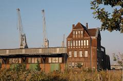 Australiastrasse + Hafengebäude im Hansahafen - Hafengebiet Kleiner Grasbrook.