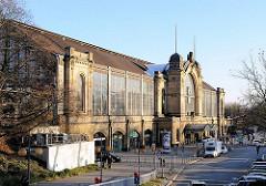 Rückseite des Hamburger Jugendstilbahnhof am Dammtor