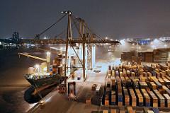 Nachts im Hamburger Hafen - Containerschiff am HHLA Terminal Burchkai - Containerlager.