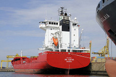 Feederschiff am Mönckebergkai im Hamburger Hafen / Ellerholzhafen in Hamburg Steinwerder.