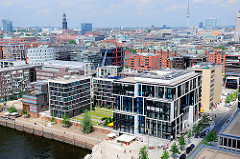 Neubauten - Bürogebäude am Grasbrookhafen - Panorama von Hamburg - Luftaufnahme.