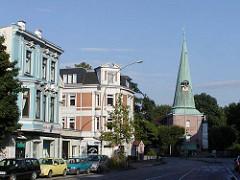 Gründerzeithäuser an der Ludolfstrasse / Kirchturm der Eppendorfer St. Johanniskirche, Hochzeitskirche,