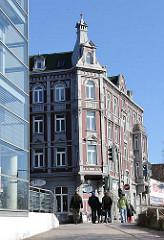 Mehrstöckiges Gründerzeit-Gebäude Harburger Schlossstrasse / Karnapp.