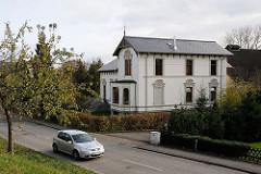 Wohnen in Hamburg - Einzelhaus an der Stasse Moorburger Elbdeich.