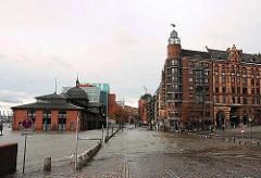 Sturmflut Fischmarkt - das Hochwasser zieht sich langsam zurück - die Pflastersteine sind wieder zu sehen.