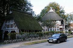 Historische Bauernhäuser in Hamburg Lemsahl Mellingstedt / An der Alsterschleife, Fachwerkhäuser - reetgedeckt.
