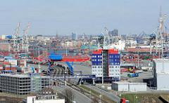Einfahrt für LKW - Containerterminal Tollerort, Verwaltungsgebäude - Fotografien aus Hamburg Steinwerder.