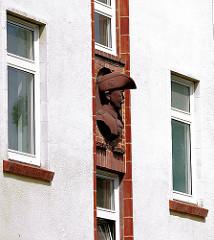 Fassadenskulptur - Büste aus Terrakotta - sogen. Schleinitz-Haus (Kommandeur der Schutztruppe Deutsch Ostafrika bis 1914)