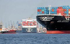 Schiffsverkehr auf der Elbe im Hamburger Hafen - die Containerschiffe Hanjin United Kingdom und Cosco Pride laufen aus dem Hamburger Hafen aus.