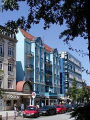 Blau gestrichene Wohnhäuser Eppendorfer Landstrasse.