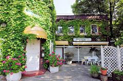 Klinkergebäude mit wildem Wein bewachsen - Restaurant Hammer Park; Fotos aus den Hamburger Stadtteilen.