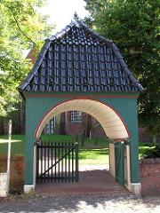 Eingang zum Kirchhof und Kirchengelände der St. Pankratius.