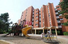 Spielplatz und Wohnblocks Hamburg Mümmelmannsberg Stadtteil Billstedt.