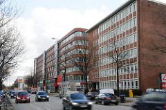 Moderne Bürogebäude an der Eiffestrasse Fotos aus Hamburg Borgfelde Strassenverkehr Personenwagen.