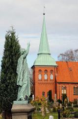 St. Maria Magdalena Kirche, Hamburg Moorburg - Friedhofsengel.
