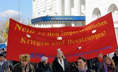 Transparent - Nein zu den imperialistischen Kriegen und Besatzungen - Eingang Hamburger Atlantik Hotel.