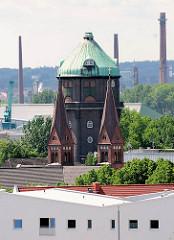 Wasserturm in Hamburg Wilhelmsburg - Kirchtürme der St. Bonifatiuskirche; erbaut 1898, Architekt Richard Herzig.