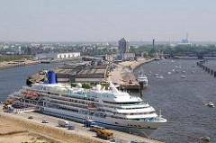 Hamburger Kreuzfahrtterminal in der Hafencty - Cruisecenter an der Elbe.