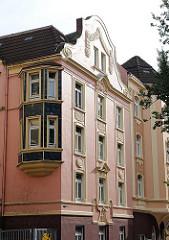Gründerzeitgebäude mit Stuckdekor an der Fassade - Architektur in Hamburg St. Pauli; Fotografien aus der Hansestadt Hamburg.
