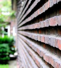 Detailaufnahme gemauerte Ziegelsteine -  Hausfassade an der Stammannstrasse in der Jarrestadt, Hamburg Winterhude.