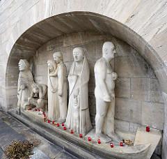 """Figurengruppe """"Fahrt über den Styx"""", Bildhauer Gerhard Marcks."""