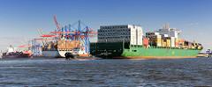 Der Containerfrachter CSAV Rio De Janeiro fährt zu seinem Liegeplatz im Waltershofer Hafen - das Containerschiff hat eine Länge von 294m und kann 5294 TEU Container transportieren.