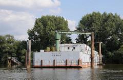 Kleiner Grasbrook - Moldauhafen Dresdner Ufer - Wohnschiff PRAHA.