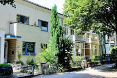 Stadthäuser in einer Seitenstrassen in Hamburg Barmbek-Nord - Einfamilienhäuser; Fotos Hamburger Archtiektur