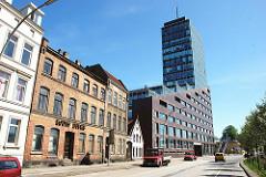 Strassen im Stadtteil Hamburg Harburg - Historische und moderne Bebauung am Karnapp.