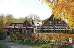 Historisches Gebäude des Cafes und Restaurants an der Poppenbuetteler Schleuse.