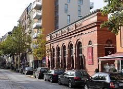 ehem. Turnhalle der Volksschule Hamburg St. Georg - Umbau zum Restaurant.